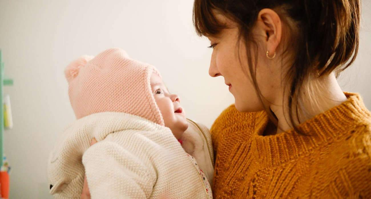 Gloria, the baby born in Marseille, in the arms of her mother played by Anaïs Demoustier.