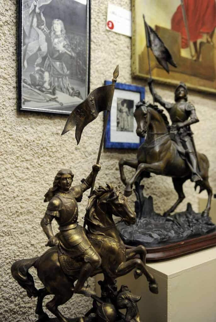 Thousands of statues of Joan, saint or warrior, in churches and squares (personal collection Roland Nex)