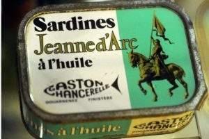 Jeanne on sardine tins (personal collection of Roland Nex)