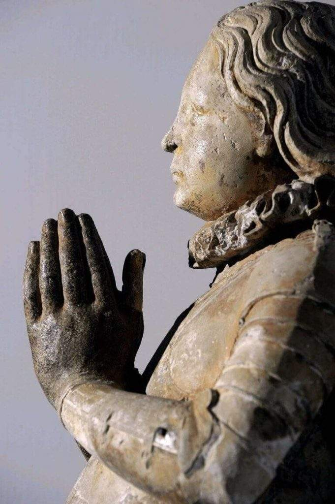 Statue of Joan of Arc kneeling in armour from the former Bois-Chênu chapel founded by the great dean of the Toul chapter Etienne HORDAL around 1610. (DR)