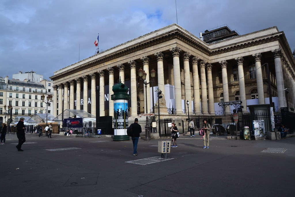 the Paris stock exchange collapses (flickr)