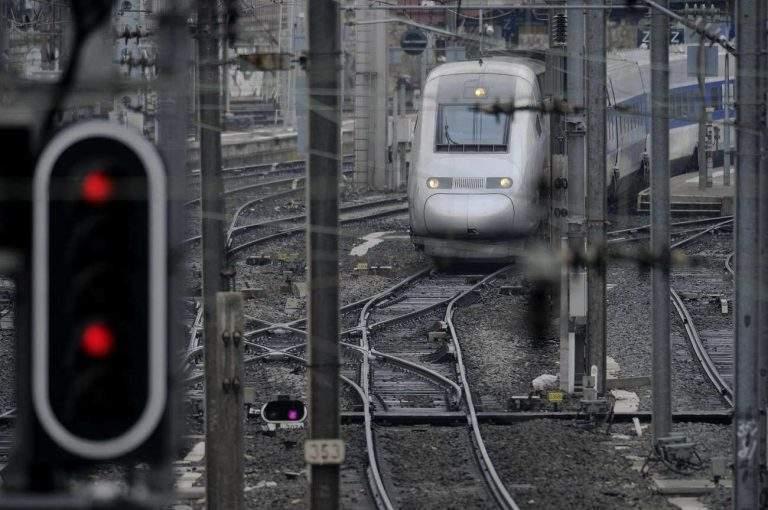 Le gouvernement victime d'un curieux virus ferroviaire ?
