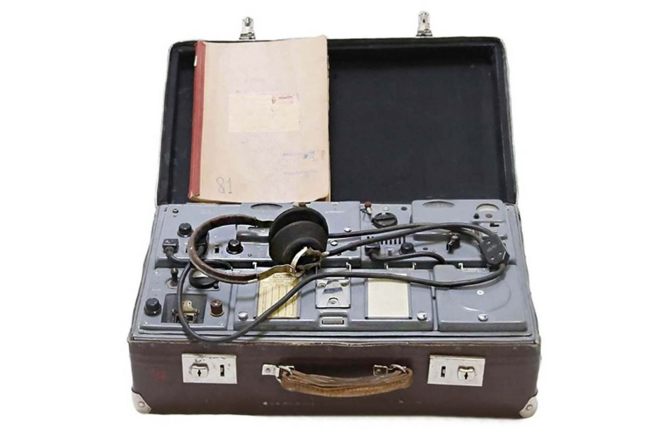 "Suitcase containing a clandestine radio transceiver of the KGB (USSR) model P-57 code ""RION"". The suitcase comes from the KGB office in Riga (Latvia) and dates from 1957 © Marché Dauphine - Photo Sixtine Legrand"