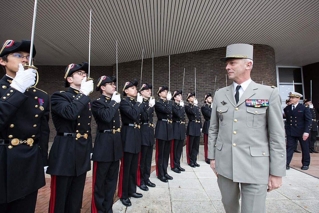 Visit of Army General François Lecointre, Chief of Staff of the French Armed Forces (CEMA), to the Ecole Polytechnique for the 2017 DGA Forum (Jérémy Barande / Ecole polytechnique Université Paris-Saclay / CC BY-SA 2.0)