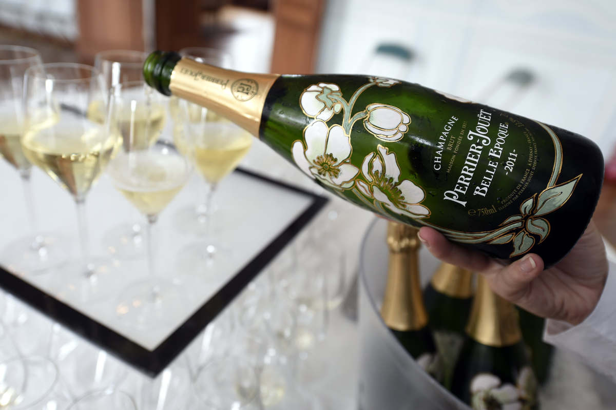Putin annexes the champagne