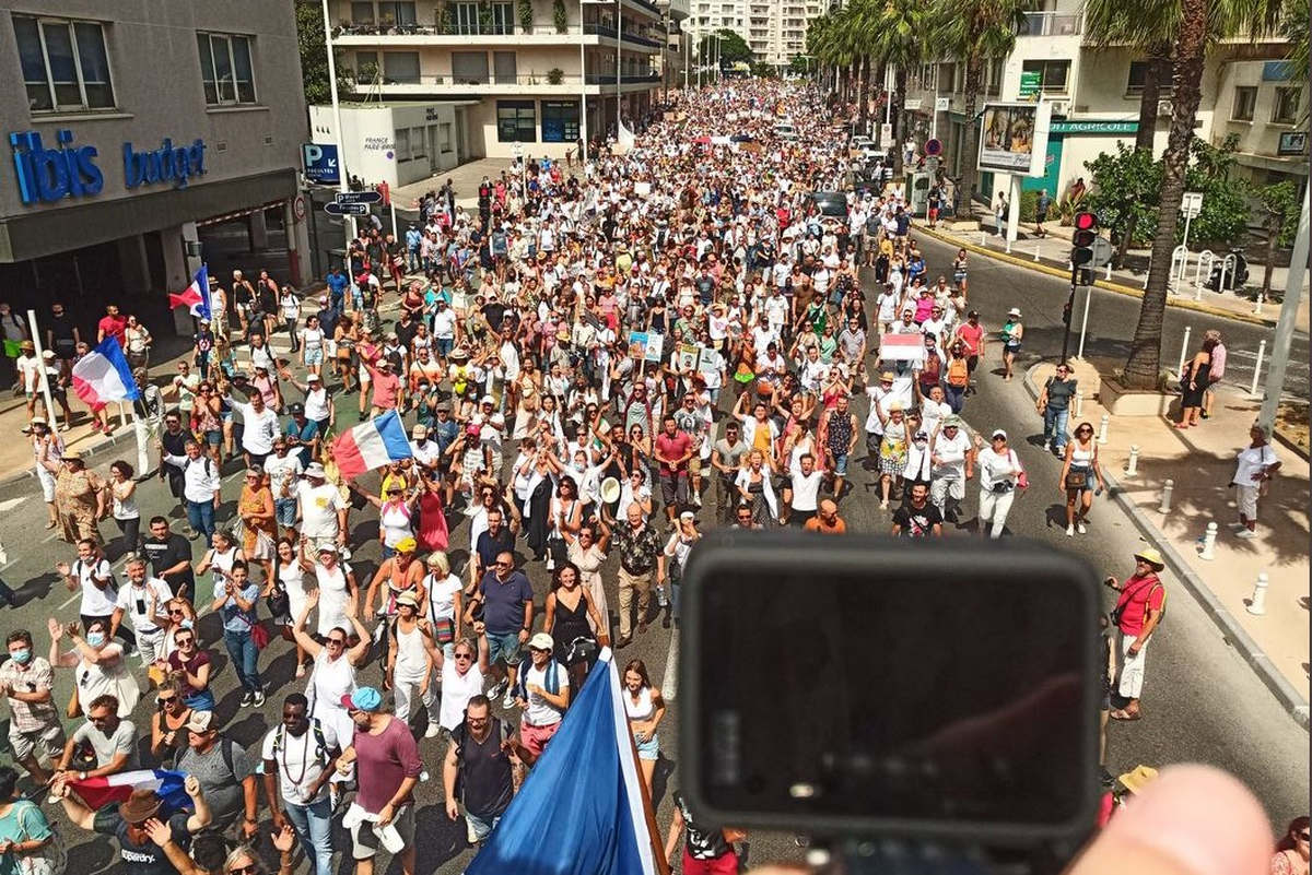 Anti-pass demonstrations: the summer soap opera?